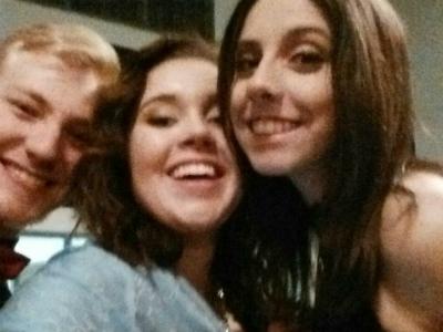 Selfie Trio 400 px